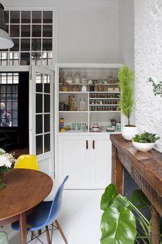 Kardashian Home Interior Kitchen Interior, Home Interior Design, Interior Architecture, Kitchen Decor, Interior Decorating, Console, Apartment Bedroom Decor, Loft House, Kitchen Stories