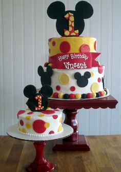 Mickey Mouse First Birthday Cake @Jess Pearl Liu Pineda do you think this is cute?
