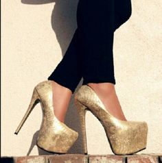 These are hot! Gold heels ♡