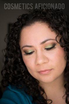 green smoky eye friday via Neutral Eye Makeup, Bright Eye Makeup, Subtle Makeup, Green Makeup, Smokey Eye Makeup, Colorful Makeup, Beauty Dupes, Diy Beauty, Beauty Hacks