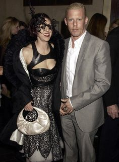 Editora Globo Isabella Blow  e Alexandre McQueen em festa da revista Tatler, em 2003.