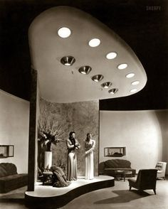 "Raymond Loewy - 1952 Yellow Coquelle -Le Raymond Loewy et le merchandising - ""L. Bamberger & Co., Newark, New Jersey. Raymond Loewy, Vintage Photographs, Vintage Photos, Shorpy Historical Photos, Store Window Displays, Streamline Moderne, Vintage Interiors, Googie, Retro Futurism"