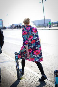 【スナップ】ベルリンから遅めの春をお届け 淡い陽光に花柄が映える | SNAP | WWD JAPAN.COM