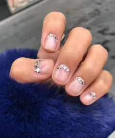 There are so many #cute nail designs for short nails! Get all the inspo you need with these 13 designs. #nailedit | www.platosclosetcambridge.com