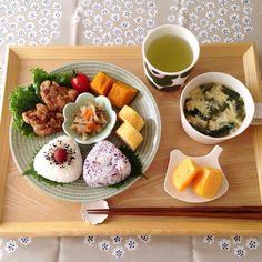 ❁ おはようございます☺︎ 今朝は残りもの色々で簡単におにぎり和ンプレートでした☺︎ 休み明け頑張って行ってきまーす( •̀ᴗ•́ )و ̑̑ 皆さん良い1日を•*¨*•.¸¸♬ コメントお休みします♡ いつもありがとうございます♡ #朝ごはん#朝食#あさごはん#おうちごはん#モーニング#おうちカフェ#和ンプレート#和食#ワンプレート#おにぎり#デリスタグラマー#朝時間#マリメッコ#アラビア#北欧食器#イイホシユミコ#加藤益造 #instapic#instafood#foodpic#yummyfood#breakfast#kurashiru#homecafe#marimekko#washoku#onigiri#Japanesefoods#deliciousfood#riceball