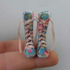 Boots dollhouse Esc 1:12