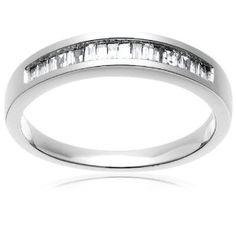 Puntos para la persona que te regale un anillo así, simple, pero bonito :)