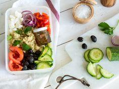 Quinoa-Salat Greek Style mit Honig-Olivenöl-Dressing