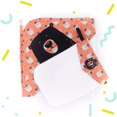 Serviette bebe à capuche avec gant assortiavec un ours sur   Etsy Birth Gift, Baby Towel, Orange Fabric, Color Harmony, Tampons, Unique Baby, Hooded Bath Towels, Baby Koala, Bears