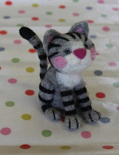 Beginners and experienced felters alike can make this wonderful little cat following the detailed, step by step, written and photographic instructions from Alison Cremona of Felt and Dandy. For those who may not already have felting equipment, a complete kit containing everything you