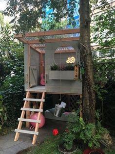 Een wolk van een speelhuisje: stoer en zoet tegelijk. Dat bouwen Thomas en Edsilia Rombley in Edsilias achtertuin. Een plek waar de 2 dochtertjes van de zangeres zich helemaal kunnen terugtrekken. Lees hier hoe jij ook zon tof huisje maakt. Playhouse