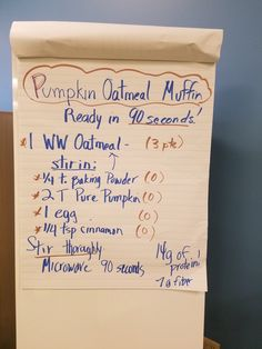 Pumpkin oatmeal mug muffin Weight Watchers Muffins, Weight Watchers Pumpkin, Weight Watchers Desserts, Muffin Pan Recipes, Ww Recipes, Light Recipes, Pumpkin Oatmeal Muffins, Applesauce Muffins, Muffin In A Mug