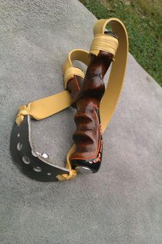Self Defense Weapons, Survival Weapons, Survival Mode, Apocalypse Survival, Wooden Slingshot, Slingshot Fishing, Hunting Gear, Bow Hunting, Lance Pierre