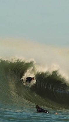 Ryder Guest surfing overhead waves in Lombok, Nias and more. surfing edit filmed in Big Waves, Ocean Waves, Surfing Videos, Hobbies To Take Up, Surf Style, Bali Travel, Lombok, Surfs Up, Surfboard