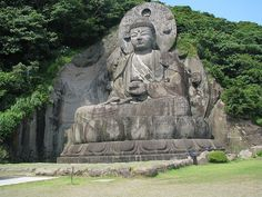 The Biggest Buddist Statue in Japan by A.Salam, via Flickr