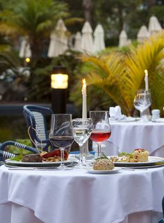 Seaside Los Jameos Playa**** Main restaurant with large terrace, lavish breakfast buffet including whole foods, lunch small hot & cold buffet, dinner themed hot & cold buffet, barbecue and show cooking. #Lanzarote