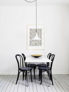 Black and White Nordic Kitchen. Scandinavian interiors are a perfect source of inspiration for effortless often low-budget ideas for home. By Stadshem Dining Room Design, Dining Room Chairs, Dining Room Furniture, Dining Room Inspiration, Interior Inspiration, Design Scandinavian, Scandinavian Interiors, Scandinavian House, Bright Decor