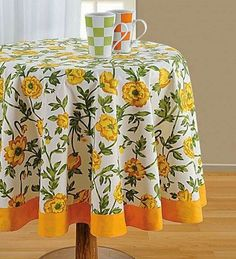 You can buy yellow printed round table linen, yellow table cover from our online shopping portal and get free home delivery. Dining Table Cloth, Dining Table In Kitchen, Home Decor Kitchen, Table Linens, Tablecloth Rental, Wedding Tablecloths, Round Tablecloth, Tablecloth Ideas, Mantel Redondo