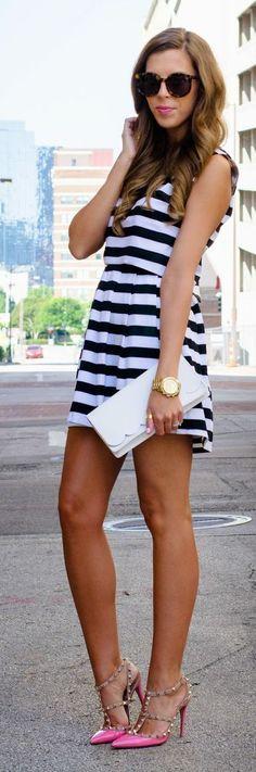 Street style | Little striped dress, pink heels, white clutch