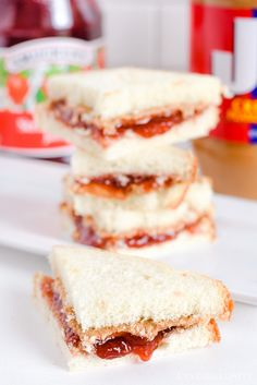 @jbfantabulositymake know the best way to make a PB&J! See here tips here!