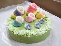 田町梅月スタッフブログ 今日のおやつはなんだろな。:春の和菓子ケーキ  オーダーメイド 練り切り 結婚記念日