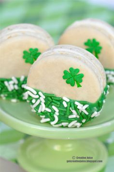 {SHAMROCK MACARONS} st patricks day - Creative Juice  | @Mindy CREATIVE JUICE | @Jodie Ross-Dagenais.com