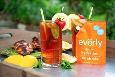 Hydrating Drinks, Arnold Palmer, Keto Drink, Fruit Tea, Fresh Mint Leaves, Mixed Drinks, Healthy Snacks, Clean Eating, Recipes