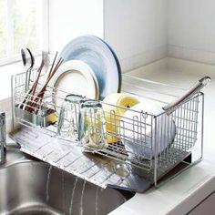奥行き約54cm!調理台を無駄なく活用できる好評の水切り。付属品がリニューアルし、さらに使いやすく。