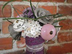 un bouquet de mariée en boutons de porte! j'adore :)