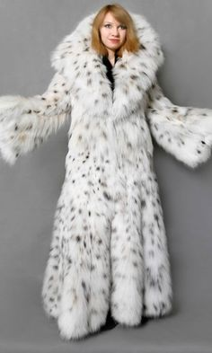 fur fashion directory is a online fur fashion magazine with links and resources related to furs and fashion. furfashionguide is the largest fur fashion directory online, with links to fur fashion shop stores, fur coat market and fur jacket sale. Lynx, Fur Fashion, Fashion Models, Fashion Images, Fox Fur Coat, Fur Coats, Fabulous Furs, Fashion Corner, White Fur