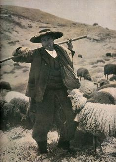Etnografia em imagens: Trajo de Pastor da Serra da Estrela - 1911. Portugal Old Pictures, Old Photos, History Of Portugal, Cute Goats, Visit Portugal, Old Photographs, Vintage Images, Sheep, Folk