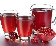 Health Benefits of Pomegranate Juice. Several recent studies have shown significant potential health benefits from drinking pomegranate juice. Holistic Remedies, Homeopathic Remedies, Health Remedies, Home Remedies, Natural Remedies, Healthy Beauty, Healthy Tips, Healthy Drinks, Pomegranate Juice Benefits