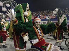 """""""Os condutores de Alegria, numa fantástica Viagem aos Reinos da folia""""        Rosas de Ouro - Carnaval 2013  Sao Paulo - Brasil"""
