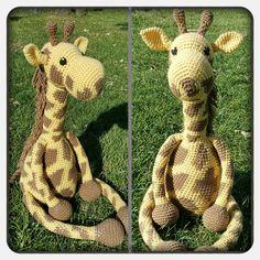 Free crochet giraffe pattern at http://www.theblueelephants.com/2015/06/free-crochet-giraffe-pattern-2-0.html