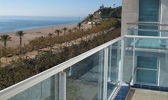 #CALELLA En promotion à 789€. L'hôtel Fragata est situé à 50 mètres de la plage Calella, offrant une vue sur la mer.