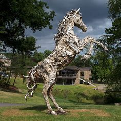 Escultura de cavalo em tronco de madeira - James Doran. Driftwood, Giraffe, Artwork, Cement, Ideas, Animal Sculptures, Carving Wood, Horses, Natural Playgrounds