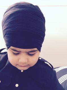 ਹਉ ਗੋਸਾਈ ਦਾ ਪਹਿਲਵਾਨੜਾ ॥ ਮੈ ਗੁਰ ਮਿਲਿ ਉਚ ਦੁਮਾਲੜਾ ॥ I am a wrestler; I belong to the Lord of the World. I met with the Guru, and I have tied a tall, plumed turban.  #Dumalla #Dastaar #Singh