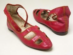 """Red leather sandals for fancy dress or theatrical wear in the """"Roman""""/""""antique classical"""" style, with ankle straps and cutwork toes and vamps. Slightly pointed toes, brown leather soles, tiny stacked heels. Vintage Outfits, Vintage Boots, Vintage Fashion, 1800s Fashion, Antique Clothing, Historical Clothing, Fashion Shoes, Fashion Accessories, Old Shoes"""