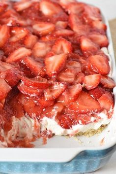 Simple and easy strawberry delight recipe with berries, cream cheese, whipped cream, powdered sugar, and a pecan crust Dreamy no bake dessert recipe! flouronmyfingers strawberry nobakedesserts de is part of Strawberry dessert recipes - Mini Desserts, Frozen Strawberry Desserts, Strawberry Cheesecake Bars, Cool Whip Desserts, Cold Desserts, No Bake Desserts, Alcoholic Desserts, Baking Desserts, Summer Desserts