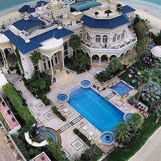 This mansion is massive! #mansion #home #pool #architecture #photography #luxury #luxurylife #luxurylifestyle #millionaire #rich #billionaire