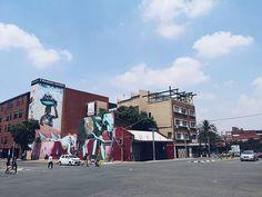 Und noch eins von der Streetarttour aus Newtown.  Die Elefanten sind uns gleich mehrfach begegnet. Der Künstler @falko1graffiti möchte damit ein Zeichen gegen Wilderei setzen  Auch das dahinter von Mr. Eske genannt JoVendorsBurg aus 2017 finde ich großartig! Smartphone Fotografie, Wanderlust, Street View, Instagram, Elephants