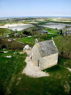 Le village du Mont-Dol - © Office de Tourisme