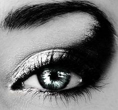 Fantasy Dark-Fairy Eye Make-up