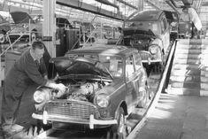 Mini Assembly Line, Longbridge - automobil Classic Mini, Classic Cars, Vintage Cars, Antique Cars, Miniature Cars, Assembly Line, Morris Minor, Car Buyer, Cars