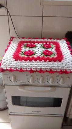 Capa de crochê para fogão de 4 bocas. Confeccionada com barbantes círculo, pode ser feita em outras cores. Crochet Jewelry Patterns, Crochet Flower Patterns, Crochet Flowers, Crochet Home Decor, Crochet Crafts, Crochet Projects, Crochet Table Runner Pattern, Crochet Tablecloth, Crochet Baby