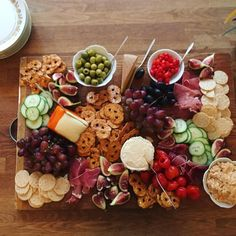 """""""Mi piace"""": 103, commenti: 10 - meg (@elsiemarley) su Instagram: """"just a little hors d'oeuvres platter"""" Hors D'oeuvres, Platter, Bobs, Cravings, Cheese, Snacks, Instagram, Appetizers, Bob Hairstyle"""