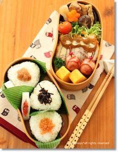Japanese Wappa LunchBox Onigiri Bento Lunch (Umeboshi Plum, Kombu Kelp and Salmon Flakes Rice Balls) © ぎんまゆ