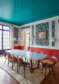 eclectic modern classic dining room, pendant lights, wall paper.  Malesherbes - GCG ARCHITECTES