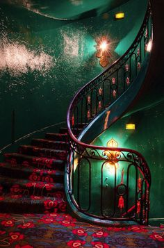 ~ bohemian style grand hallway in emerald green ~ Really love this tho kinda creepy too. LOL <3