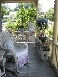 cotttage style...love bench, table, chairs, oh, and flowers too...........